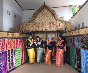 Kerajinan Tenun Songket di Desa Sukarara