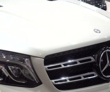 Perhatian Khusus Mobil Warna Putih